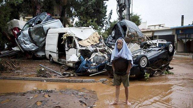 Через сильну повінь у Греції загинули 15 людей