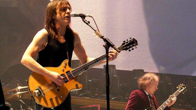 Помер співзасновник австралійської групи AC/DC Малькольм Янг