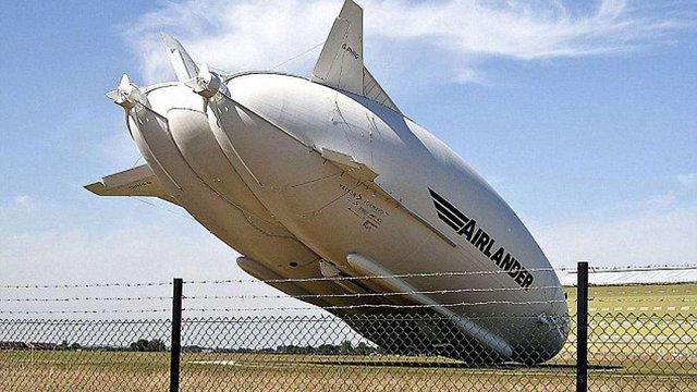 У Великобританії розбився найбільший у світі дирижабль