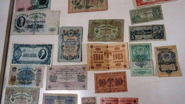 У мешканця Львівщини на кордоні вилучили старовинні банкноти та літературу