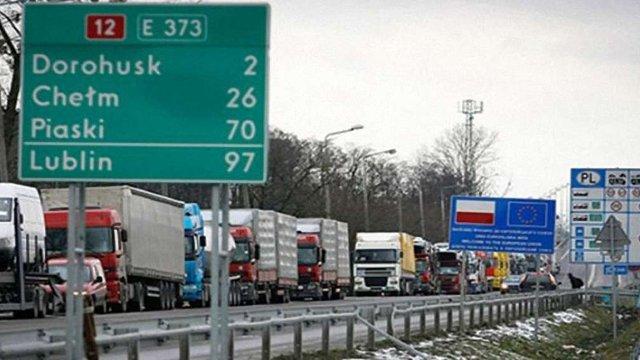 Польща збільшила кількість дозволів на вантажні перевезення для України
