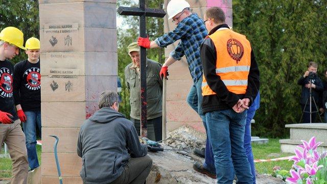 Уламки зруйнованого у Польщі пам'ятника воякам УПА використали для мощення доріг