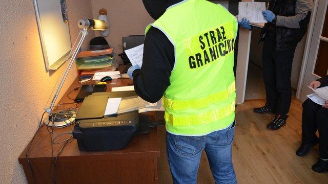 У Польщі викрили польсько-українську групу, яка фіктивно працевлаштовувала іноземців