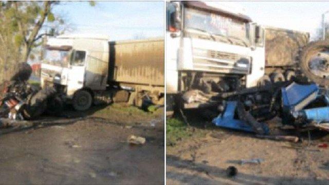 На Золочівщині тракторист отримав травми через зіткнення з вантажівкою