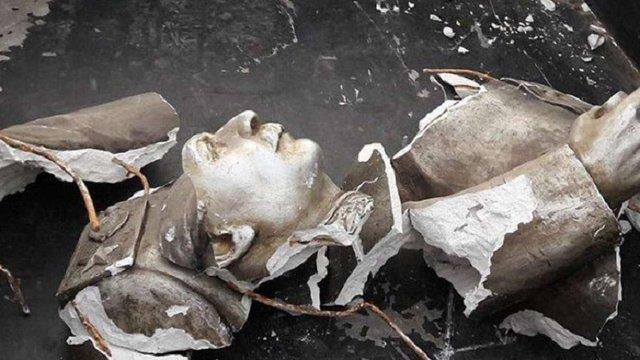 У Запоріжжі розбили останнє погруддя Сталіну