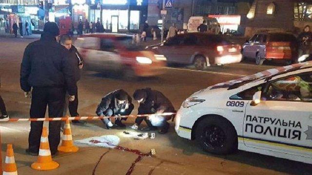 У Києві чоловік застрелився на зупинці громадського транспорту