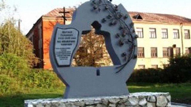 Невідомі облили мастилом пам'ятник жертвам Голодомору в Конотопі