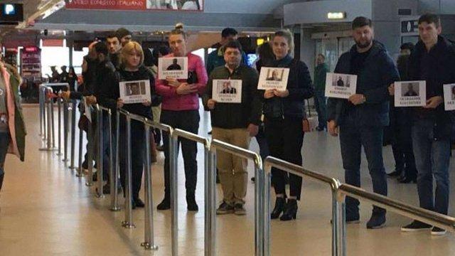 У міжнародних аеропортах відбулася акція на підтримку ув'язненого в Росії Кольченка