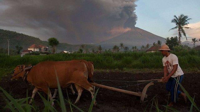 На Балі почалося виверження вулкана Агунг