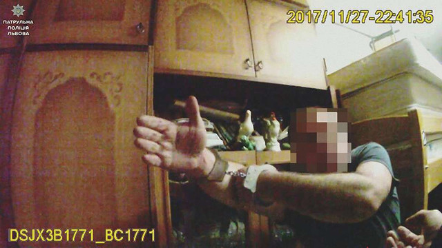 У Львові чоловік побив дружину та напав на патрульного