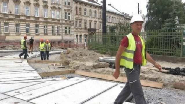 Ремонтним бригадам, які працюють на вул. Личаківській, продовжили робочий день