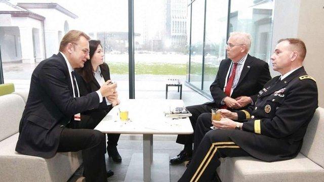 Мер Львова зустрівся з командувачем сухопутних військ США в Європі