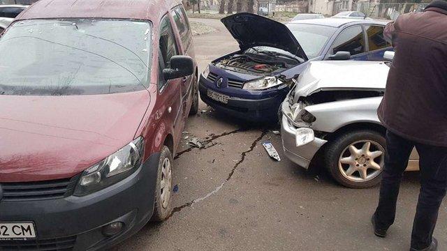 У Львові сталась ДТП за участі трьох автомобілів