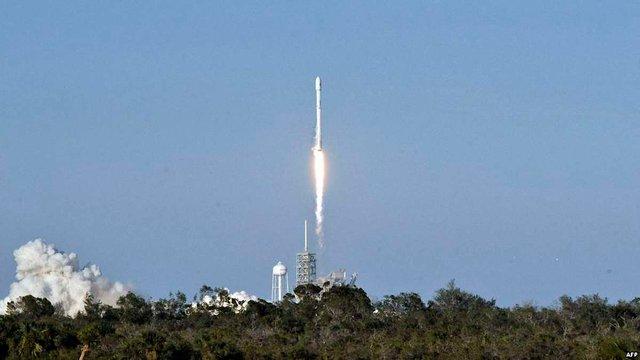 Ілон Маск анонсував перший запуск ракети Falcon Heavy в січні 2018 року
