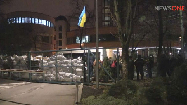 У Києві невідомі заблокували телеканал NewsOne