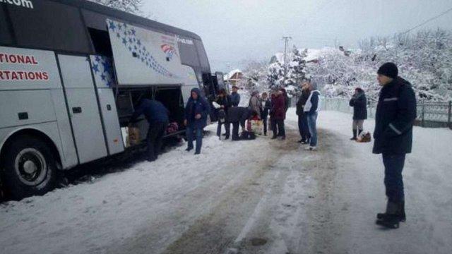 На Закарпатті на слизькій дорозі  у ДТП потрапив автобус із 46-ма пасажирами