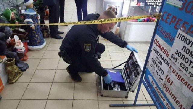 У Миколаєві злочинці в поліцейській формі пограбували ювелірний магазин