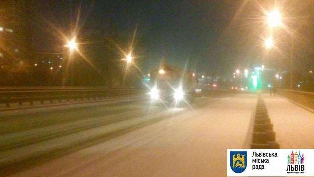Через негоду снігоприбиральна техніка у Львові працюватиме цілу ніч