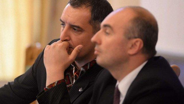 Голові Львівської облради та його заступникам збільшили зарплату і премії
