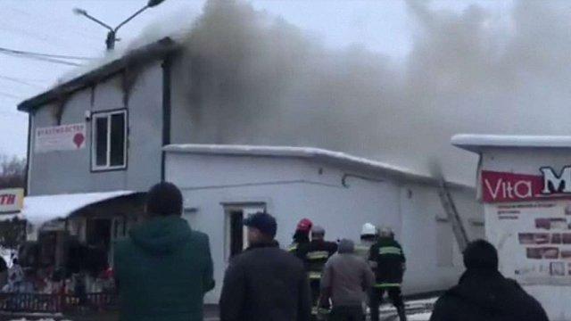 У магазині біля ринку «Галицьке перехрестя» виникла пожежа