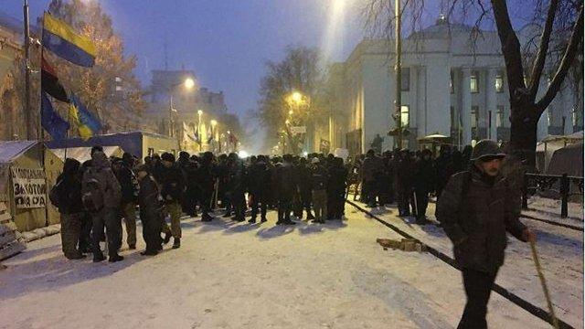 Поліція штурмувала наметове містечко під ВРУ на підтримку Саакашвілі