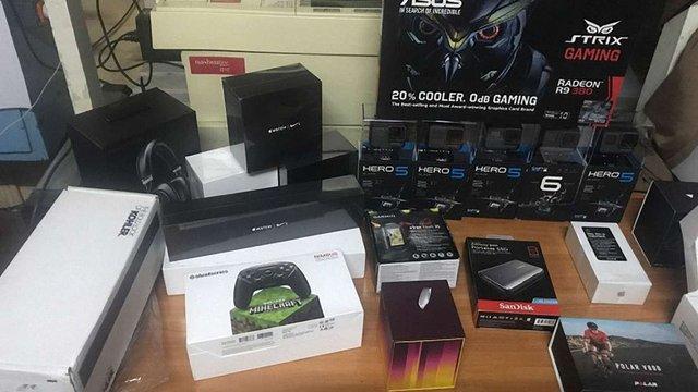 Львівські митники затримали на кордоні контрабандні iPhone та камери GoPro