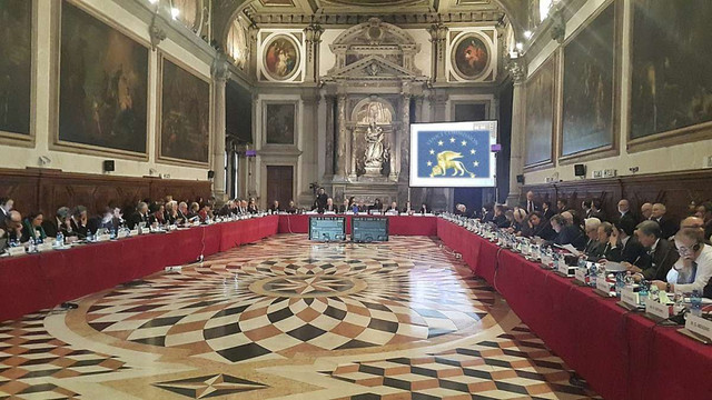 Венеційська комісія закликала внести зміни щодо російської мови до закону України про освіту