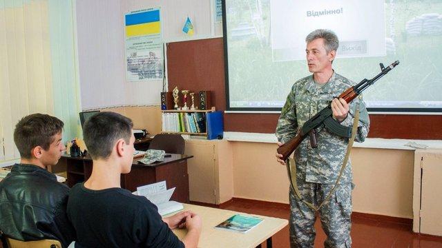 На Львівщині пропонують щомісяця проводити військовий вишкіл для старшокласників