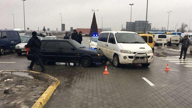 Львівські патрульні змінили винуватця ДТП після перегляду відео з камер спостереження