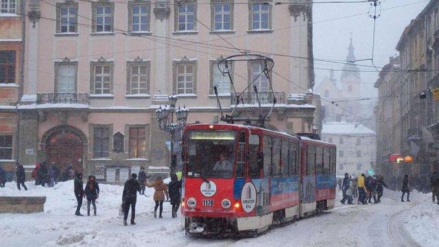 Уранці у Львові на маршрути виїхали близько 450 одиниць громадського транспорту
