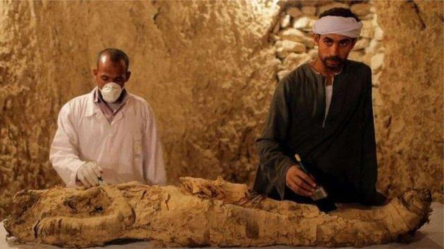 У Єгипті з гробниці дістали мумію віком 3,5 тисячі років