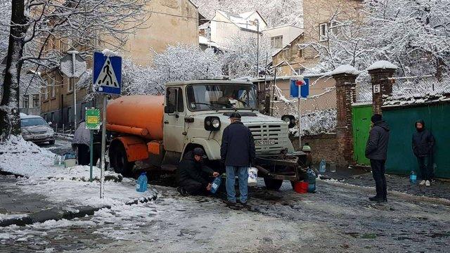 У Личаківському районі водовозки працюватимуть до повного усунення аварії на водогоні
