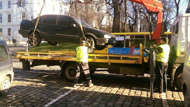 За паркування на місцях для людей з інвалідністю у Львові оштрафували вже понад 500 водіїв