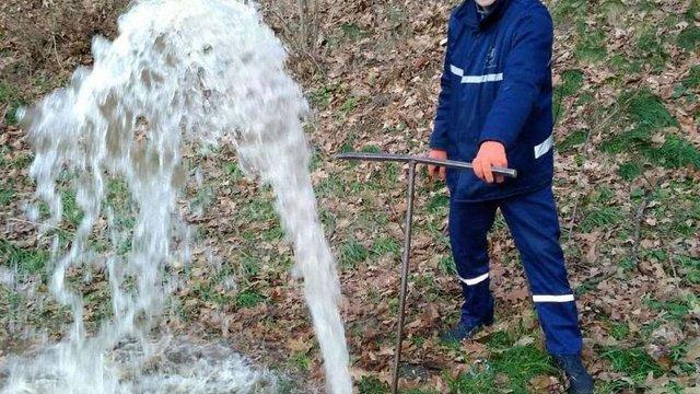 Через погіршення якості води у Личаківському районі промивають трубопроводи