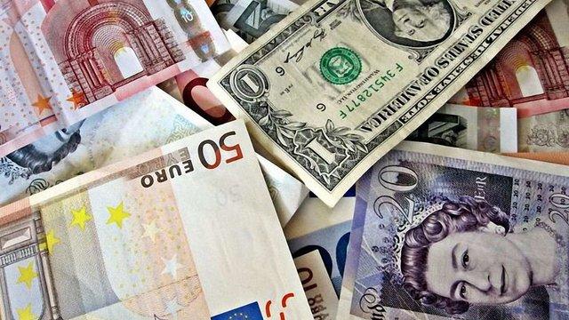Українці зможуть вільно ввозити до країни більше €10 тис.