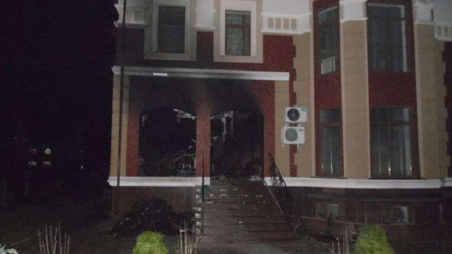 У Рівному підпалили будинок і машину депутата міськради