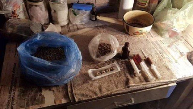 У Червонограді правоохоронці затримали трьох наркодилерів