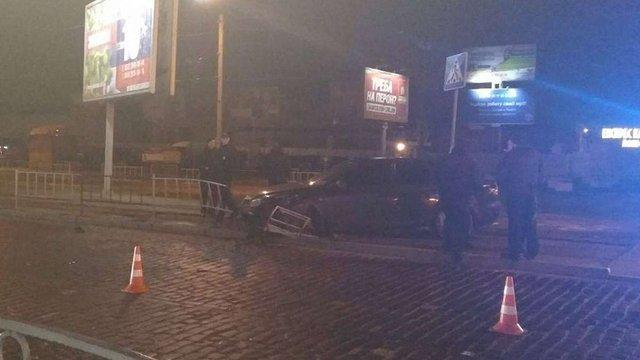 У Львові нетверезий водій збив металеве огородження на Городоцькій
