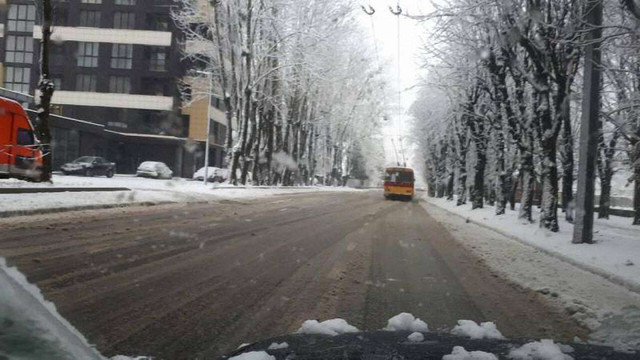 Вранці у Львові працювало 33 машини для прибирання снігу