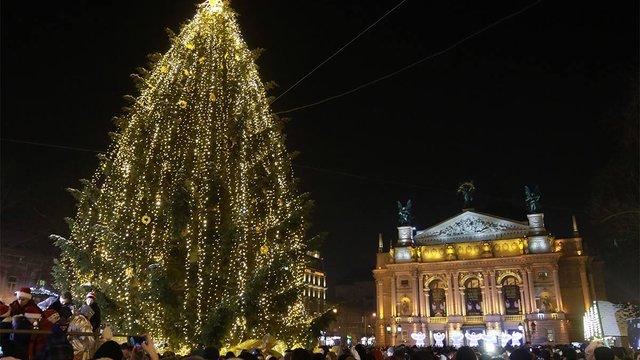 У Львові відкрили центральну міську ялинку