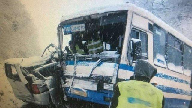 На Львівщині рейсовий автобус потрапив у ДТП, є постраждалі