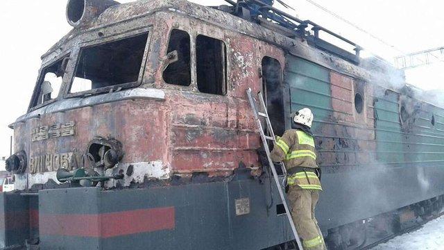На Львівщині вогнеборці ліквідували пожежу в електровозі