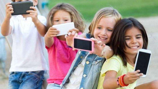 У Франції планують заборонити мобільні телефони у школах