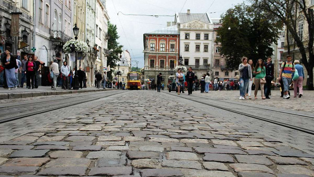 Львівська мерія прокоментувала звинувачення у продажі бруківки
