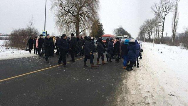 Медики Самбора втретє за тиждень перекрили дорогу через невиплату заробітної плати