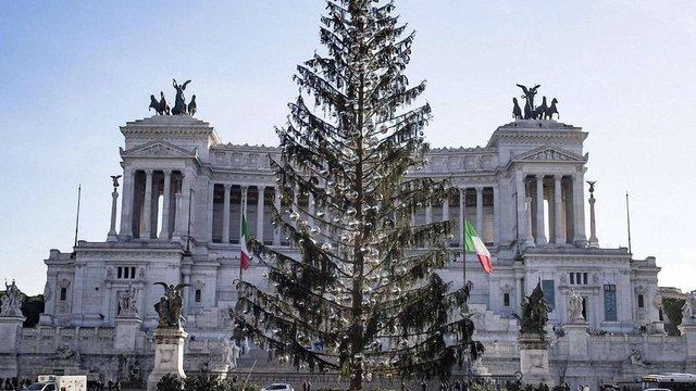Головна ялинка Риму обсипалась ще до Різдва