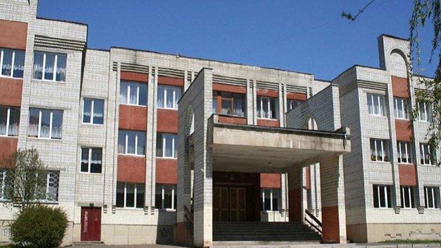 Директор однієї з львівських шкіл отримає догану після скандалу з купівлею меблів