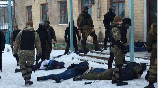 На Вінниччині поліція затримала 20 озброєних чоловіків під час спроби рейдерства