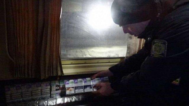 Прикордонники знайшли майже 1,5 тис. пачок сигарет під обшивкою стін поїзда Львів-Вроцлав