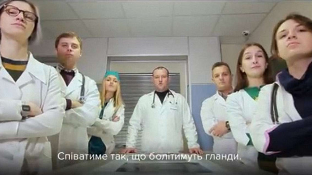 Українські лікарі зачитали реп, аби привернути увагу до проблеми самолікування